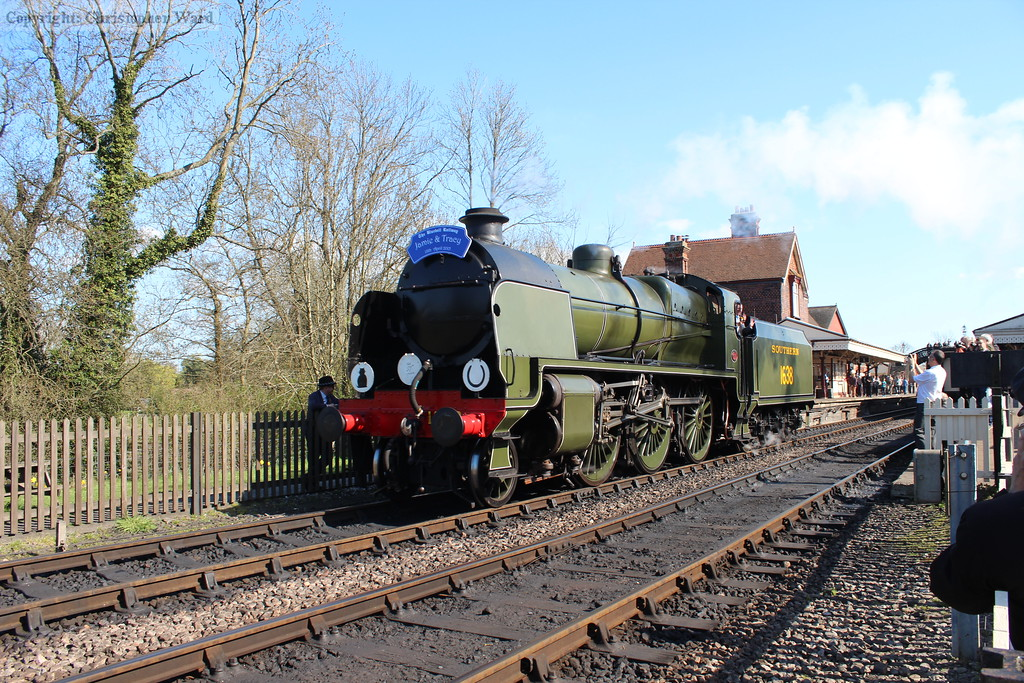 1638 runs round the wedding charter special