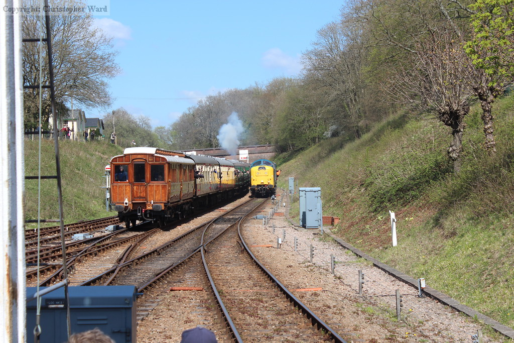 The GNR saloon passes 55019