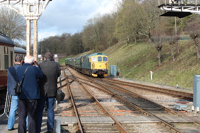 The 33 arrives from East Grinstead