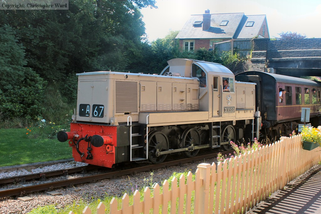 D9537 leaves Groombridge in disgrace, nearly an hour late and having been shoved by the class 25