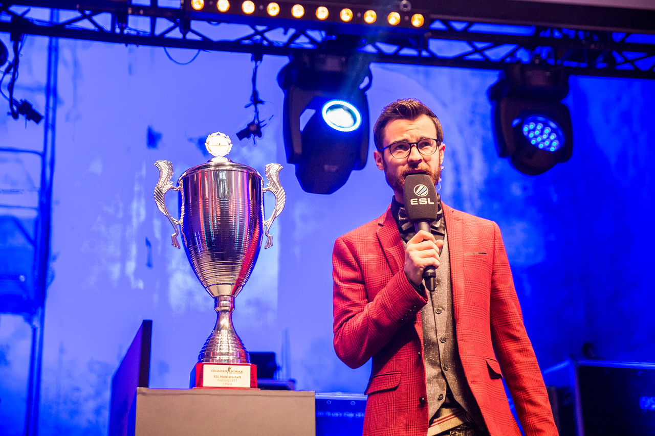The Stage-Host Niklas 'NiksDaBoy' Kolorz opens the event