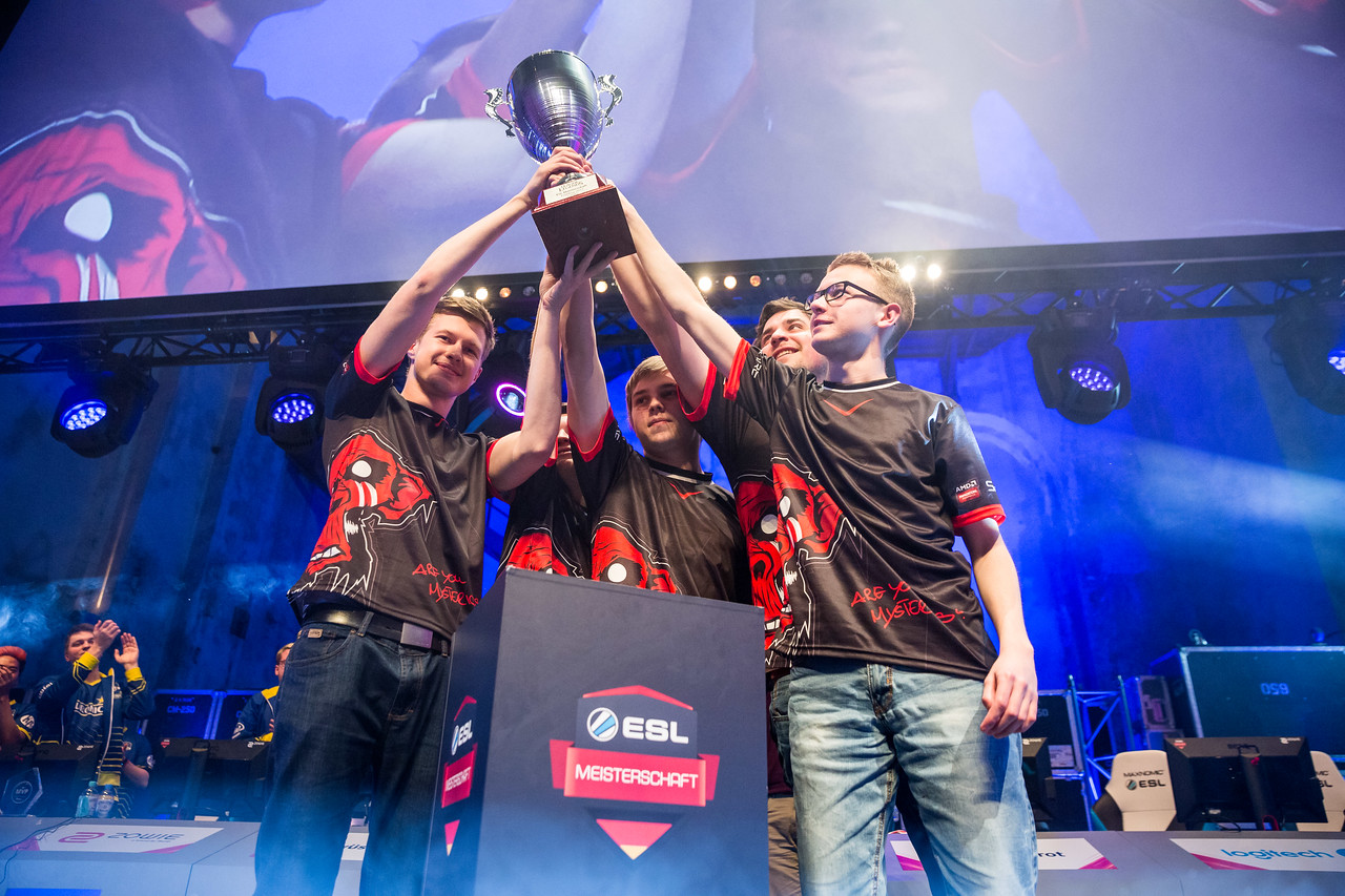 Mysterious Monkeys celebrating their victory over EURONICS Gaming