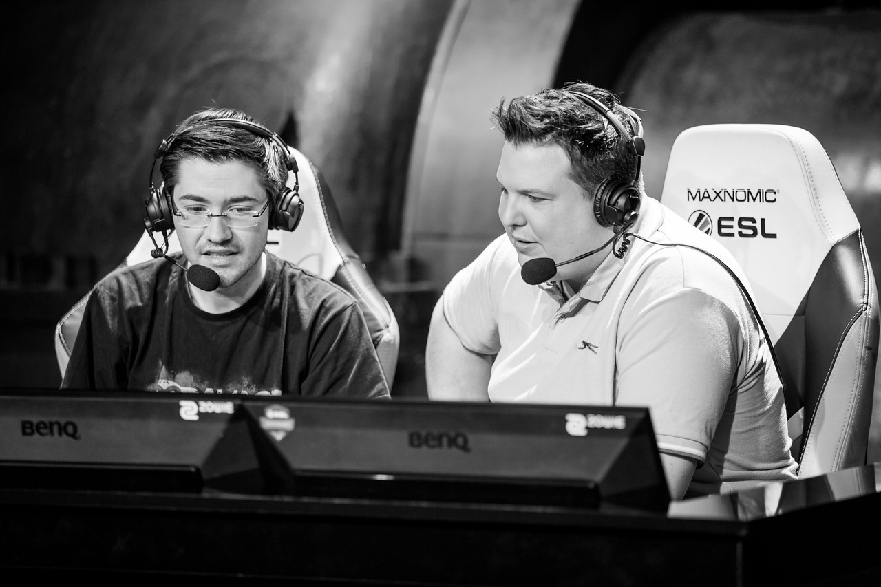 The 99damage Casters Matthias 'Knochen' Remmert and Marvin 'headshinsky'  Wild in action