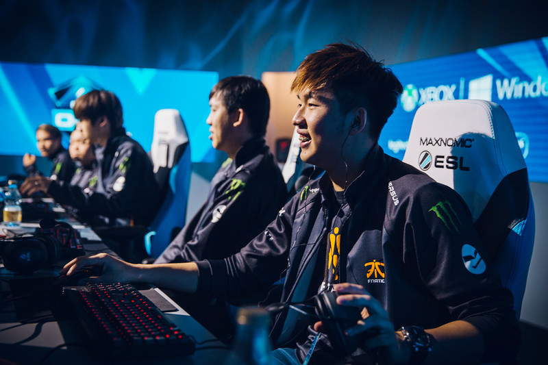 Fnatic Ohaiyo playing on stage