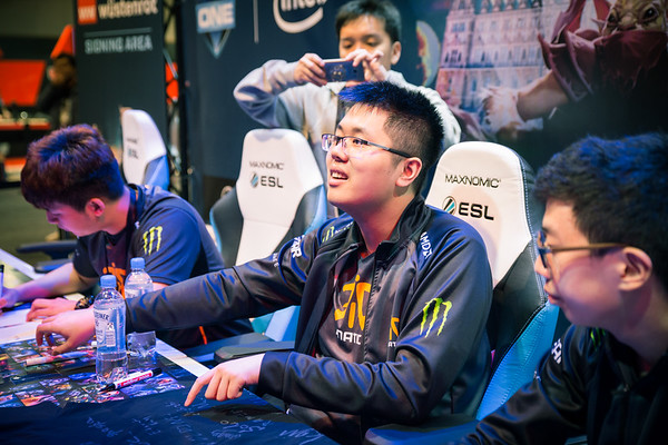 Fnatic meets their fans at a signing session