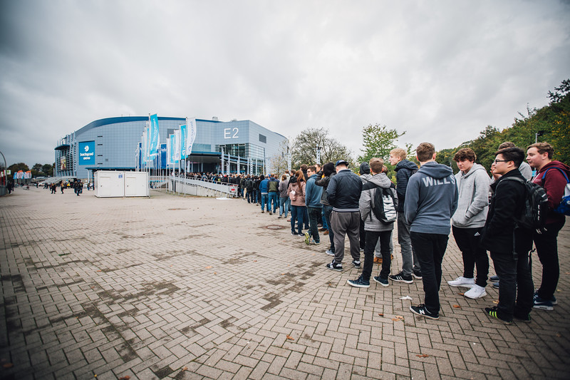 The fans are lining up to enter the Barclaycard Arena for ESL One Hamburg 2017