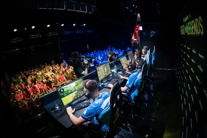 Paysafe Card Beat the Legends in ESL Arena at Gamescom 2017