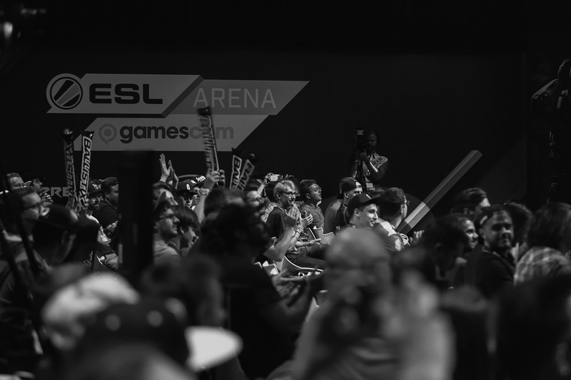 The cheering crowd at Rainbow6 Pro League Finals in ESL Arena at Gamescom 2017
