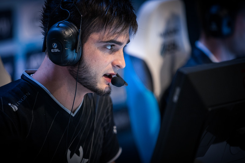 G2's Shox playing in the group stages