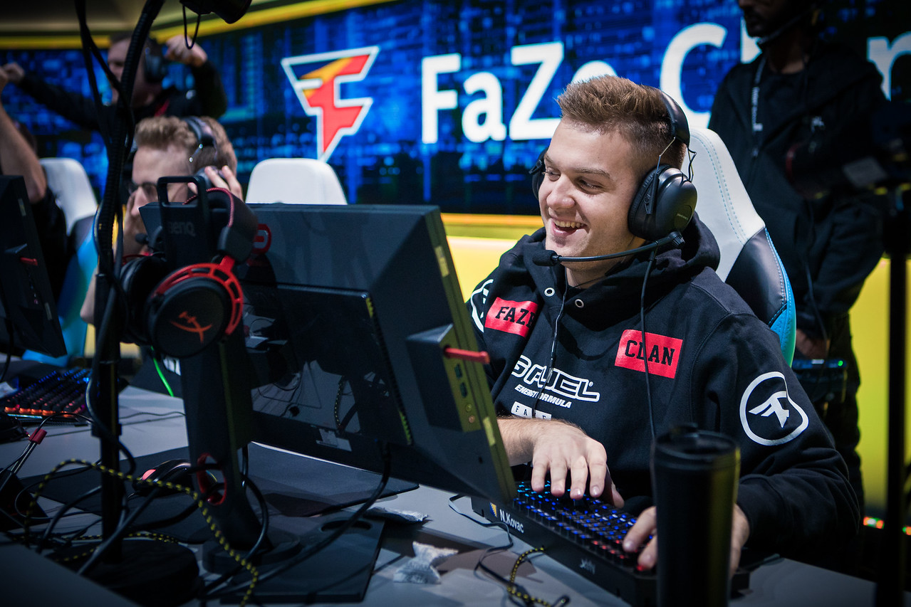 Faze NiKo enjoys a round-win in the finals