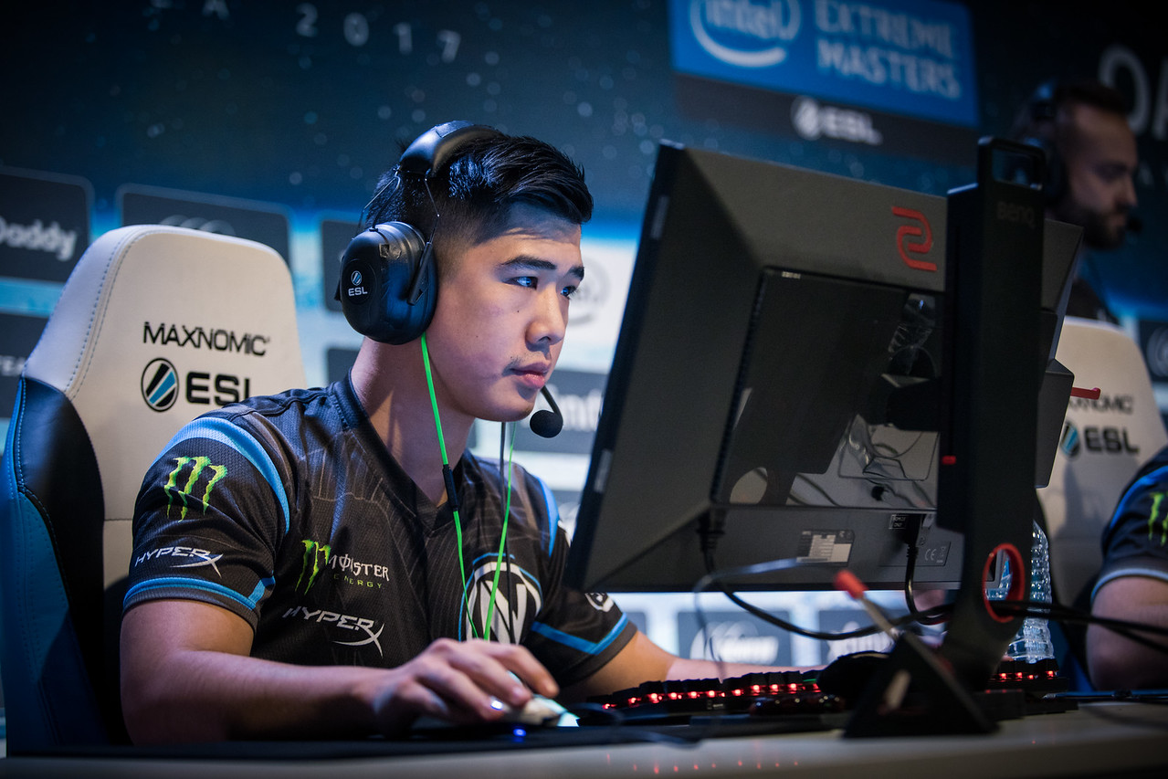 Sixer of Team Envy Us playing in the group stages