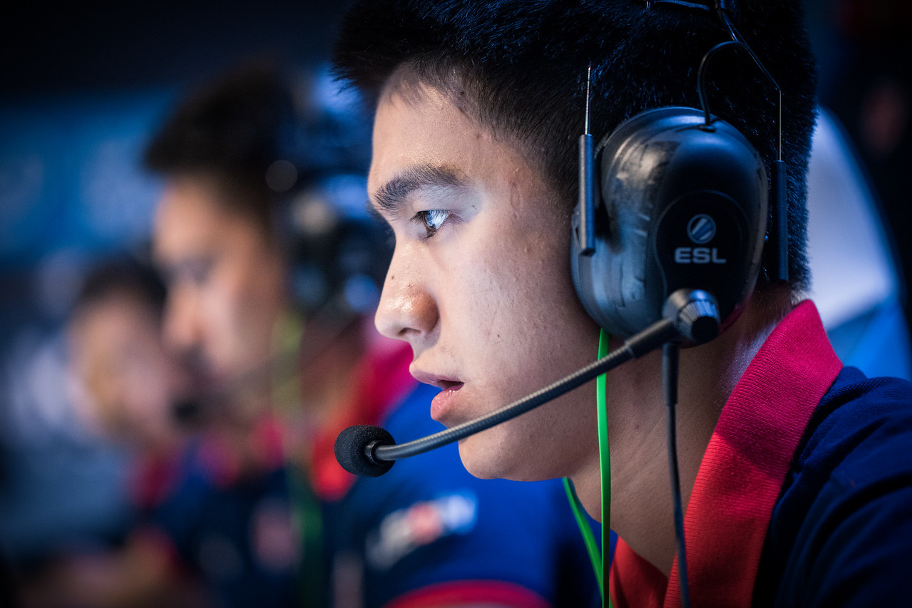 Gambit playing in the group stages