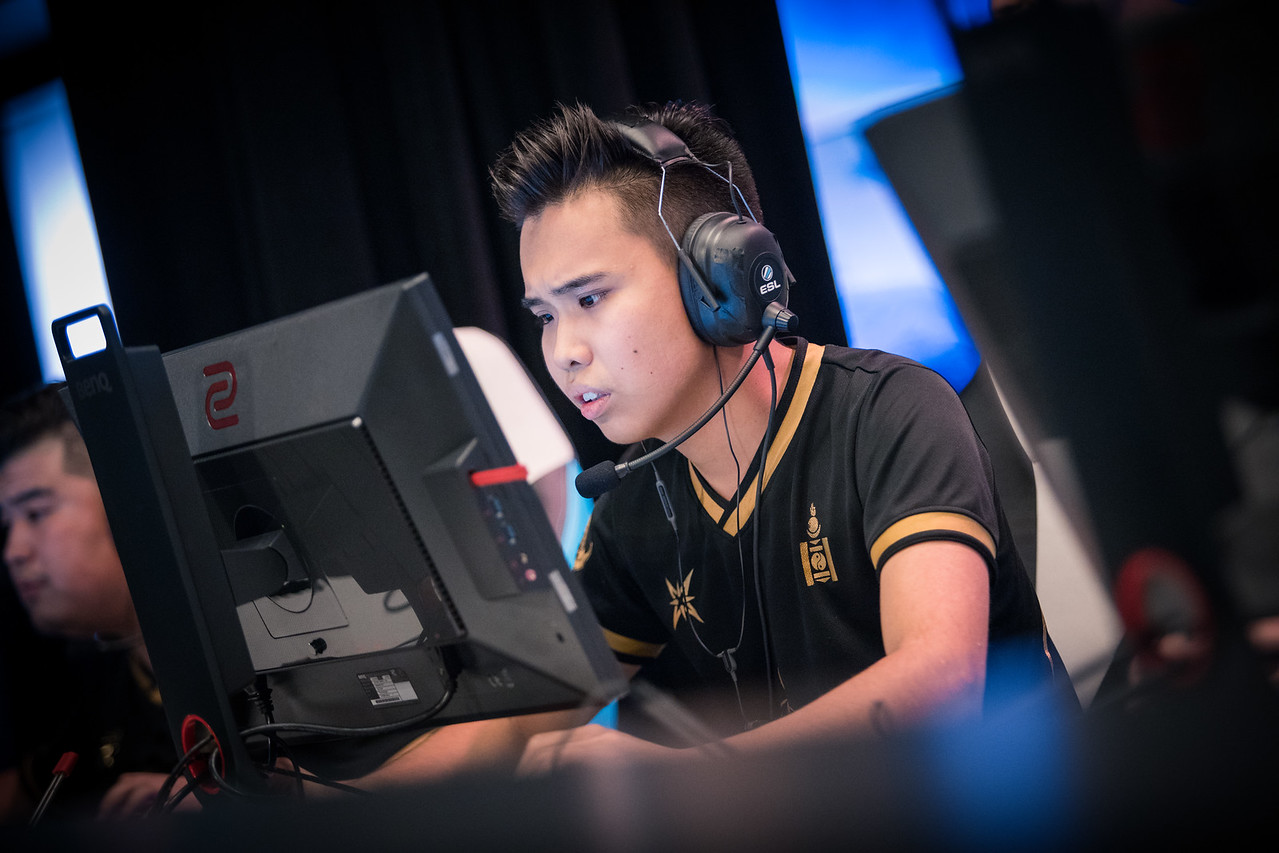 TheMongolz' ncl playing in the group stages