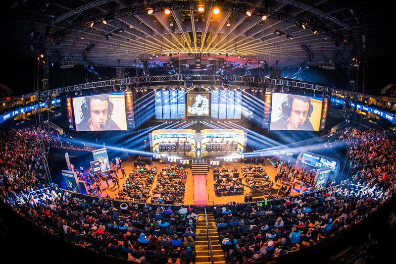 The crowd witnesses the action of IEM Oakland 2017