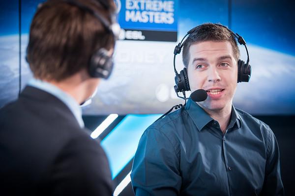 "Janko ""YNk"" Paunović analyses the games at the desk"