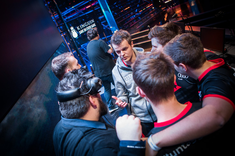 Astralis huddle before their last map in the semifinals in Spodek Arena