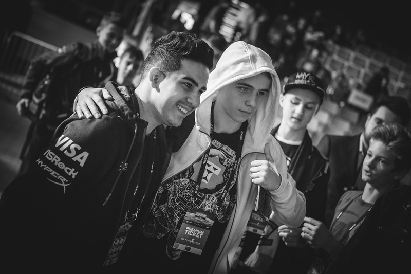 SK Coldzera meeting fans in the venue