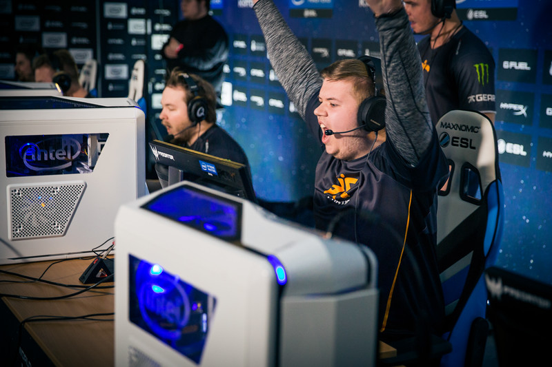 Fnatic JW playing in the group stages