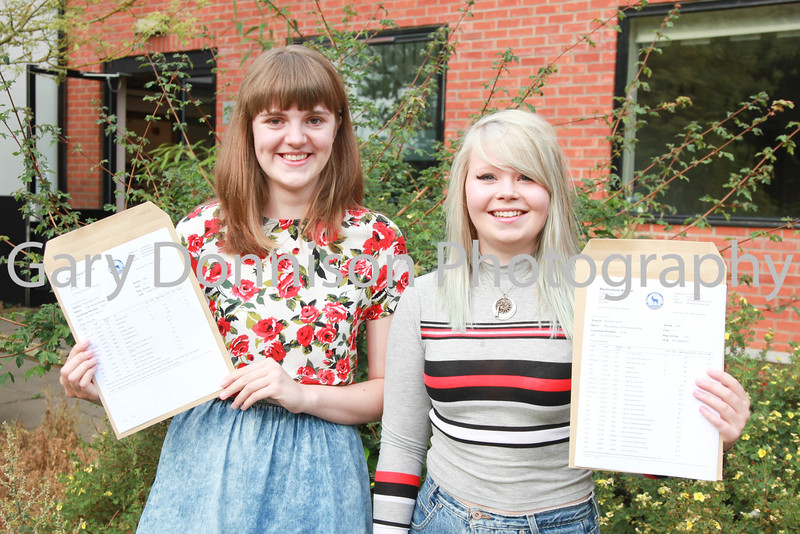 MDEP-18-08-2016-002 A Level results students Ellen Bodger & May Rowland-Pomp Hartismere School Diss Express