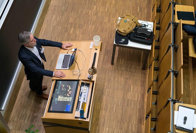 Christof Schenck giving an introductory talk at Spring School in the Goethe University, Frankfurt, Germany. © Daniel Rosengren