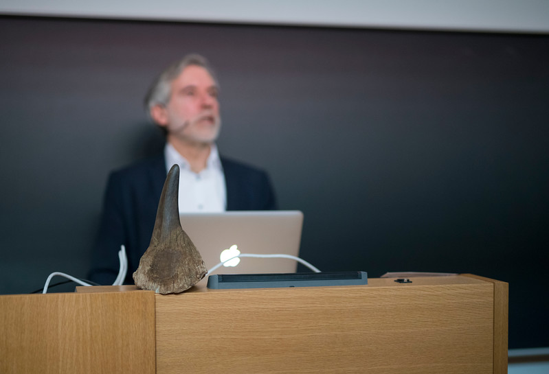 Christof Schenck giving an introductory talk at Spring School in the Goethe University, Frankfurt, Germany. © Daniel Rosengren