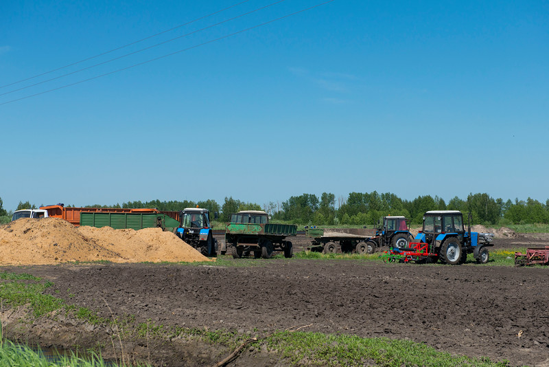 Tractors at a plantation in the Polesie area, Belarus. © Daniel Rosengren