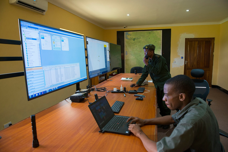 Ramadhani Bakari Hamisi (TANAPA, Park Warden for the Control Room and a pilot) communicating the positions of the Moru rhinos to the rangers on the ground from the Control Room. This room is used to keep track of animals with GPS trackers, ranger patrols as well as illegal activities within Serengeti National Park, Tanzania. © Daniel Rosengren / FZS