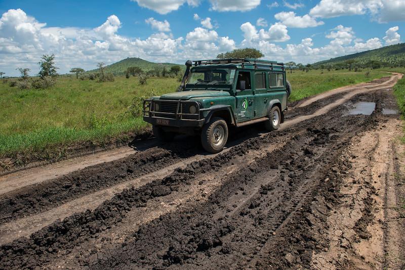 An FZS vehicle in the Serengeti National Park, Tanzania. © Daniel Rosengren / FZS