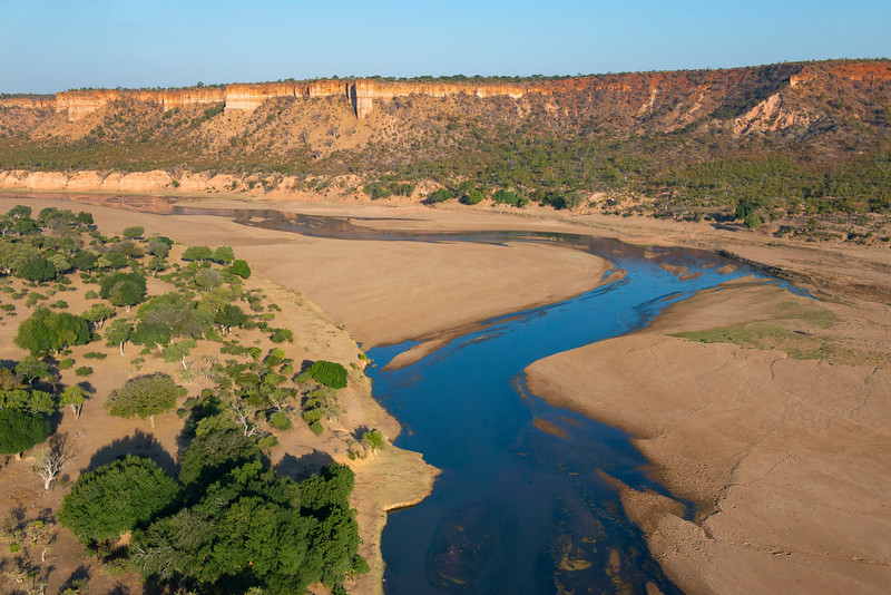 The Chilojo Cliffs and the River Runde in Gonarezhou National Park, Zimbabwe. © Daniel Rosengren / FZS