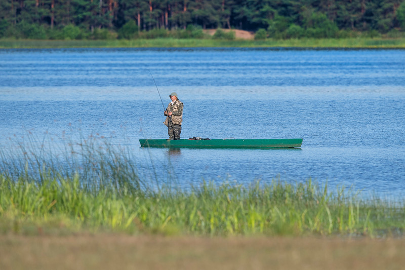 A man fishing in the Pripiat-Stokhid National Park in the Polesie area, Ukraine. © Daniel Rosengren / FZS