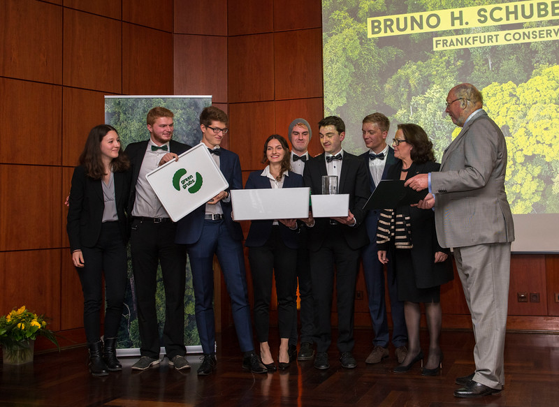 In no particular order; Benjamin Dorbert, Florian Gloger, Olivia Lassman, Nils Peiter, Sophia Helene Schmidt-Lossberg, Clemens Schumm (Green Grubs project group at the Goethe University and Category 3 winners) and on right; Gabriele Eick (Chairman of the Schubert Foundation board) and Prof. Manfred Niekisch (Schubert Foundation board member) at the Frankfurt Conservation Award (Schubert-Preis) ceremony. Frankfurter Sparkasse, Frankfurt, Germany. @ Daniel Rosengren