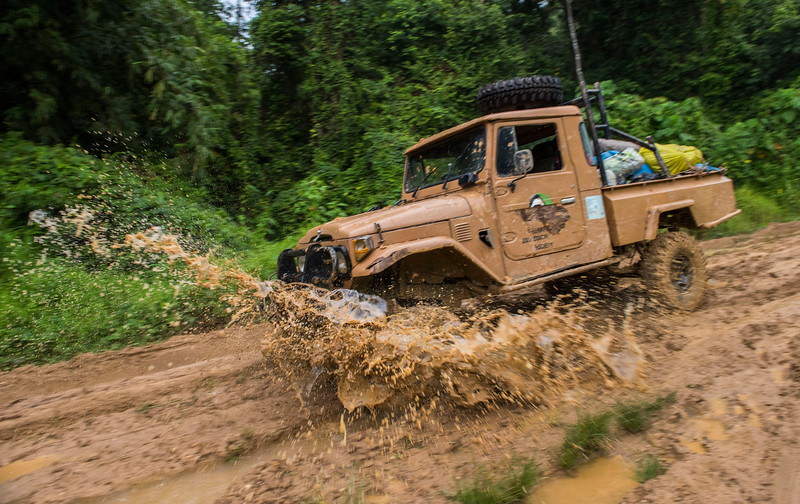 Driving to the Sumatran Orangutan Rescue Centre station during or after rains can be very difficult. The mud is very slippery and deep. A lot of digging, winching and time is required on top of skilful driving. Near Bukit Tigapuluh, Sumatra, Indonesia. © Daniel Rosengren