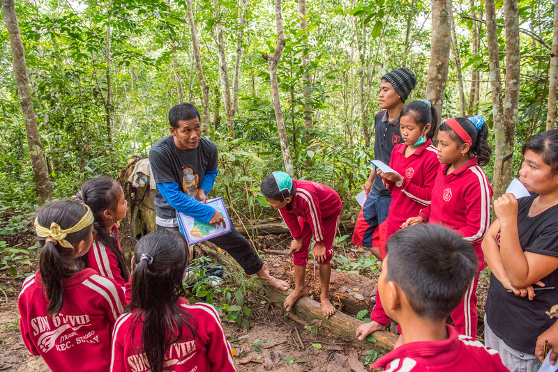 The Mobile Education Unit is FZS led and travels to schools around Bukit Tigapuluh NP to teach children about the importance of nature. By playing games, the children gets to experience the forest through all senses (except taste). They learn that nature is not a place to fear and the importance of not littering. The teachers of the classes are also taught so that they can do this education themselves in the future. Here is a class from School No.67/VIII in Maura Sekalo, Sumatra, Indonesia. Here Hery Trijoko is explaining about north, south, east end west. © Daniel Rosengren
