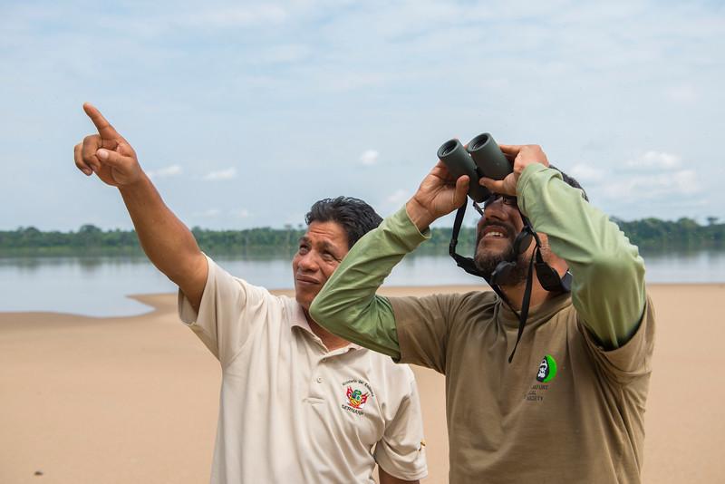 SERNANP chief park warden Teófilo Torres (left) and FZS Claus Garcia spotting something very interesting along the Putumayo River, near Yaguas, Peru. © Daniel Rosengren