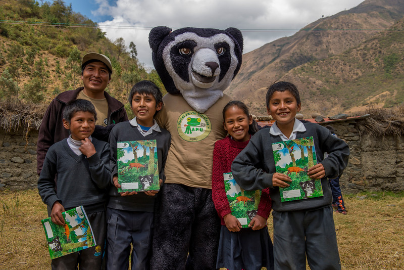 Pepe, the Andean Bear mascot together with local children and their new colouring books in Patanmarca, Peru. © Daniel Rosengren