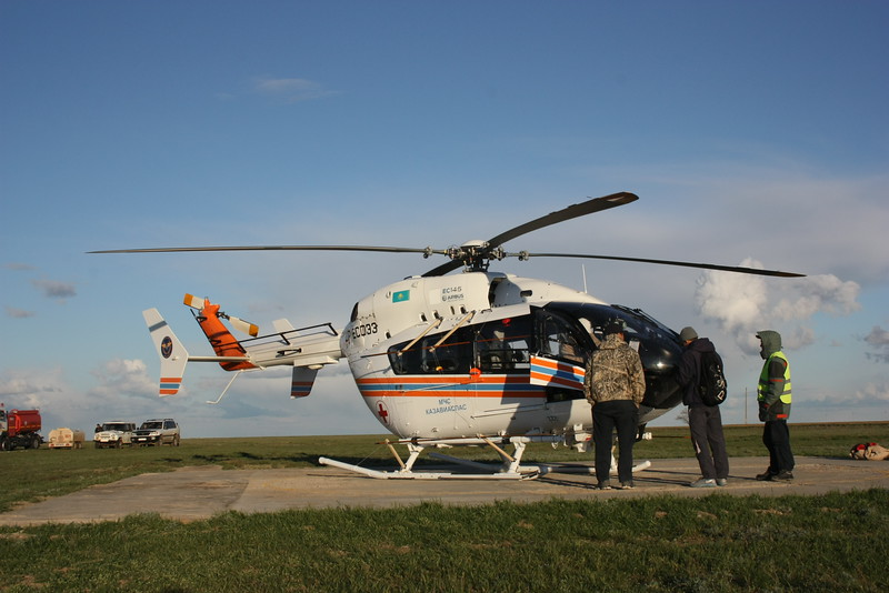 Preparations: The saiga census 2016 was done from a helicopter according to scientific standards<br /> © Steffen Zuther