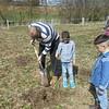 Pflanzaktion mit syrischen Familien und deutschen Kindern, Grundschule Treuchtlingen, Schubertpreisträger 2016 Kategorie 3