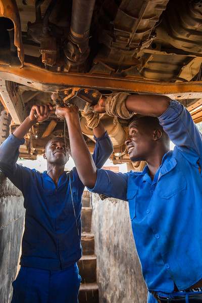Mechanics fixing a car at the FZS garage. Keeping the FZS and parks vehicles running and reliable is crucial to protect the park efficiently. North Luangwa National Park, Zambia. © Daniel Rosengren / FZS