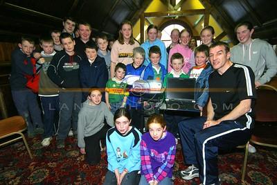 Former Irish Soccer star Martin Lawlor of Dundalk  gives the children of Tarbert a  Class in neutrition  and healty eating  at the Tarbert Jamboree festival in The Lanterns in Tarbert. Photo Brendan Landy
