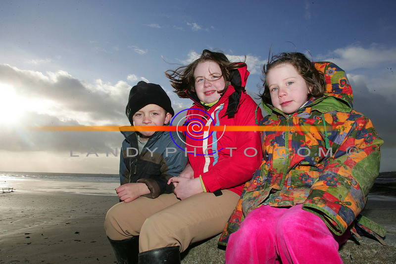 Oliver O HAlloran of Ballyheigue and Michelle and Laura Broderick of Abbeyfeale at Ballyheigue races  on the second day of the newyear.<br /> Pic Brendan Landy