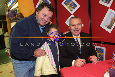 Former Kerry Minor Captain Robert bunyan with his daughter Elaine (7) with Paidi O shea in Hannons Book shop in Listowel for the signing of his autobiography. Pic Brendan Landy