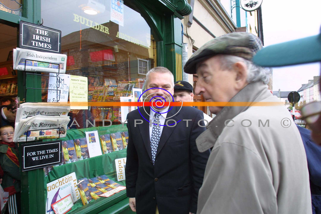 Paidi O shea arives at Hannons Book Store in Listowel , to be greeted by fellow scribe John B Keane at the Signing of  Paidi his autobiography.<br /> Pic Brendan Landy