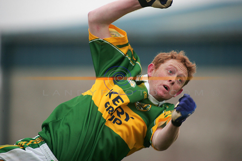 Colm Cooper dives dramaticaly  with a punch of the ball towards goal.<br /> Photo Brendan Landy