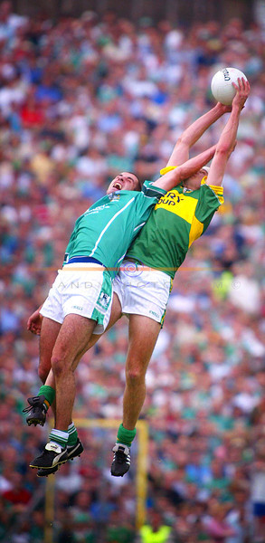 Eoin Brosnan Takes a smack in the face but still manages to gather the ball mid air.<br /> Pic Brendan Landy