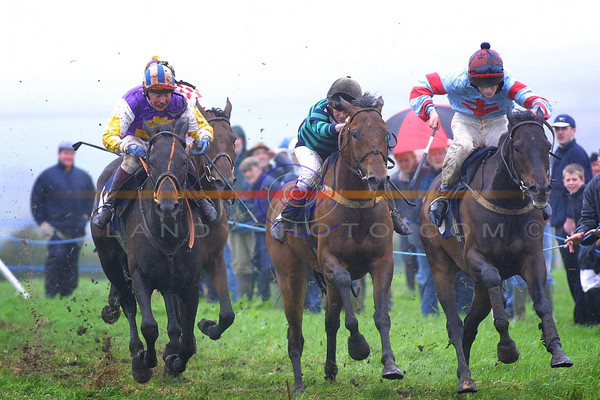 A very tight finish to the  Ballybunion Guiness Derby as young jockeys Declan Queely ( Dungarven- waterford) 2nd, Derek tyner ( Innishannon- Cork)3rd and winner who just got up, Brian Carey  of Croom - Limerick on  Athea dased horse Johnnys Dream  .<br /> Pic Brendan Landy