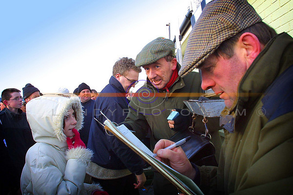 Ballyheigue girl  Laura Reidy  places a bet with Bookies Lionel  Costello and  Penciler John Shannahan  t the Ballyheigue Races on the beach this week.<br /> Pic Brendan Landy