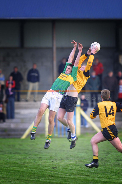 Seanie Lynch of Moyvane and Emmets Padraig Buckley caugh in Mid Air.<br /> Pic Brendan Landy