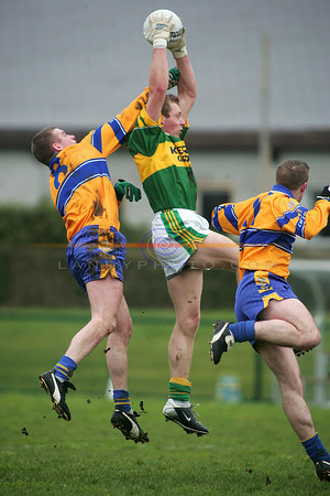 Paddy Kelly get in between 2 clare players to gather a ball. Photo Brendan Landy
