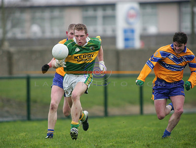 Paddy Kelly shows his speed at solowing as he breaks away from his markers. Photo Brendan Landy