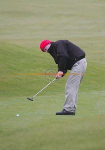 Brendan Kenny makes his put as he partakes in the Ballybunion Golf Club Winter league. Pnhoto Brendan Landy